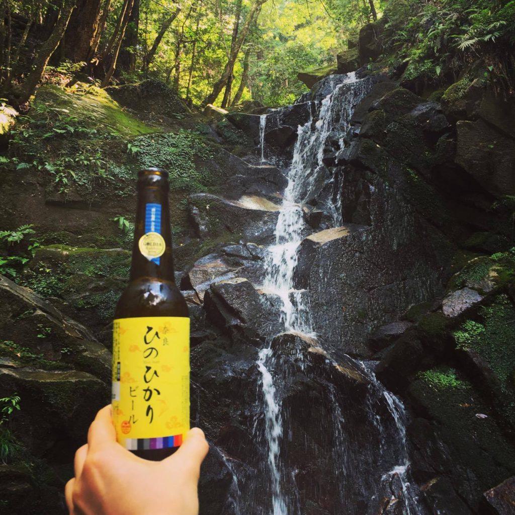 滝とビール